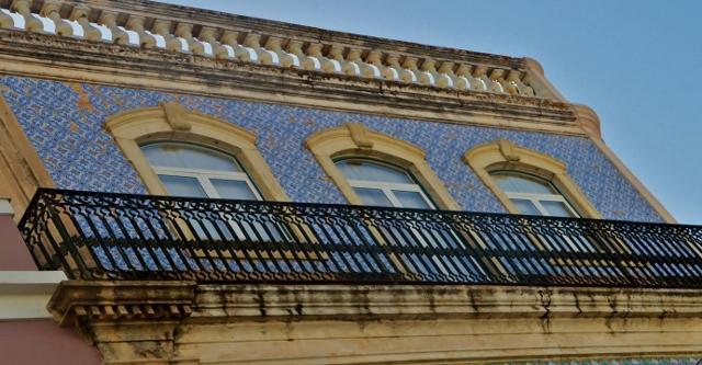 Azulejos – glasierte, bemalte Kacheln.